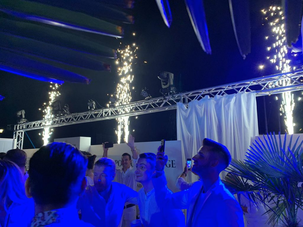 WHITE PARTY STAAD, Swiss